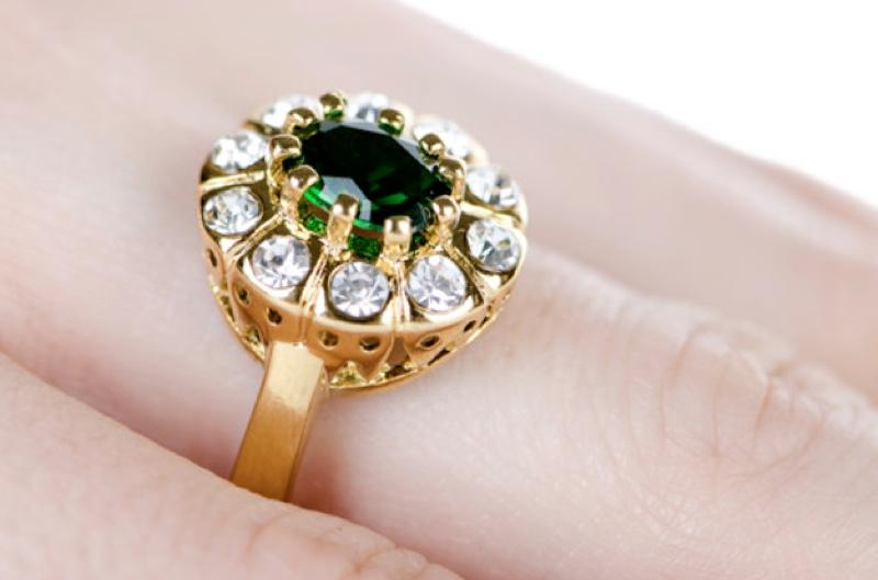 Stunning green diamond centerpiece surrounded by white diamonds