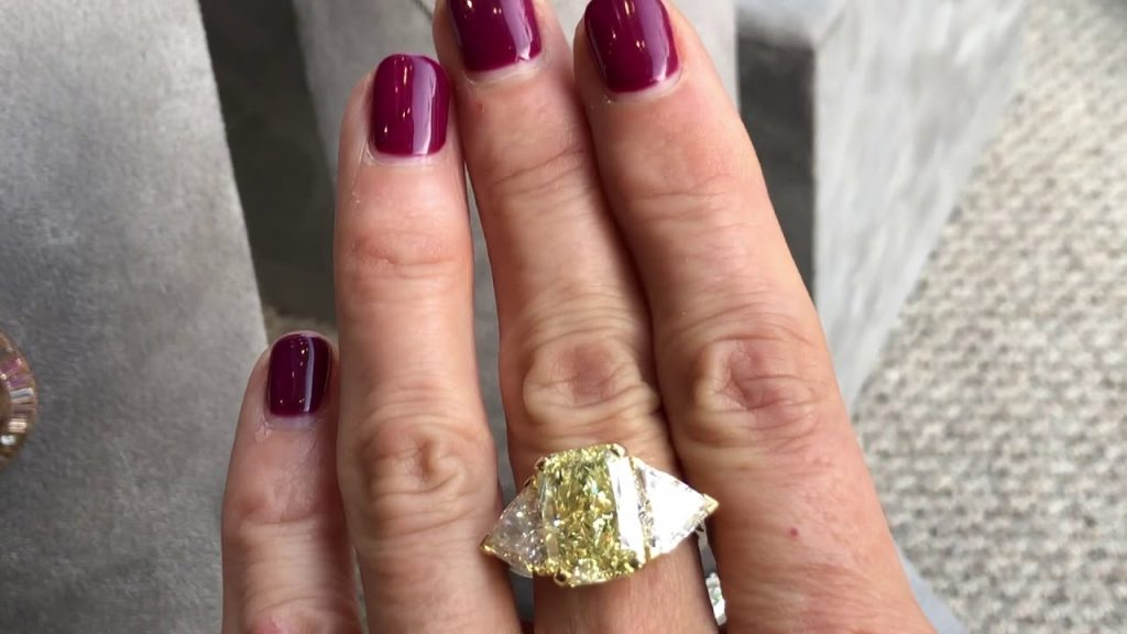Stunning diamond ring bought at an auction.