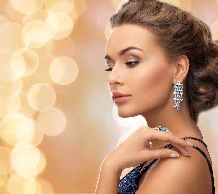 Dazzling laser cut diamond earrings.