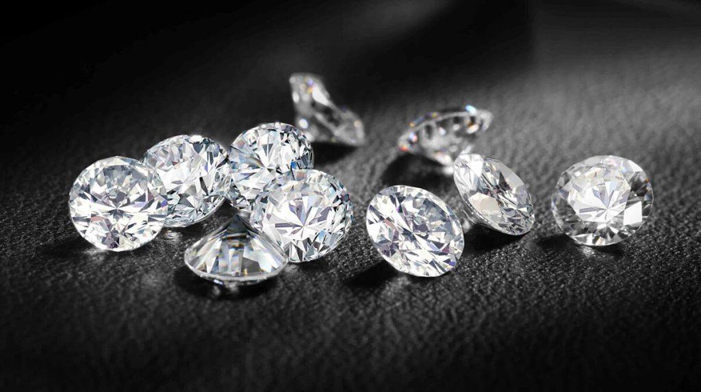 A diamond's value depends on diamond clarity.