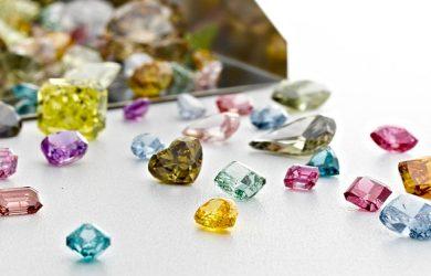 Clarity enhanced colored diamonds