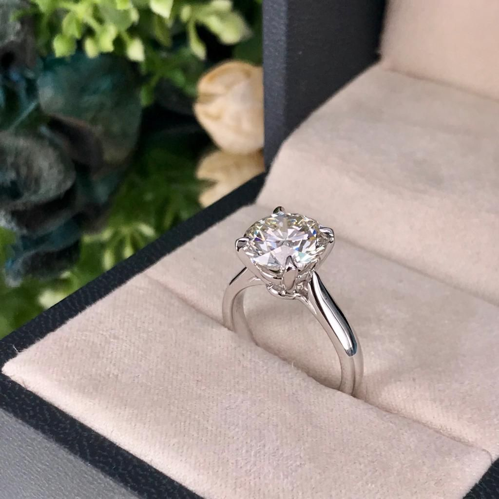 Proposal diamond by the Christmas tree