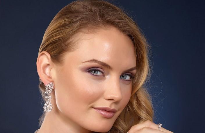 Gorgeous drilled diamond earrings.