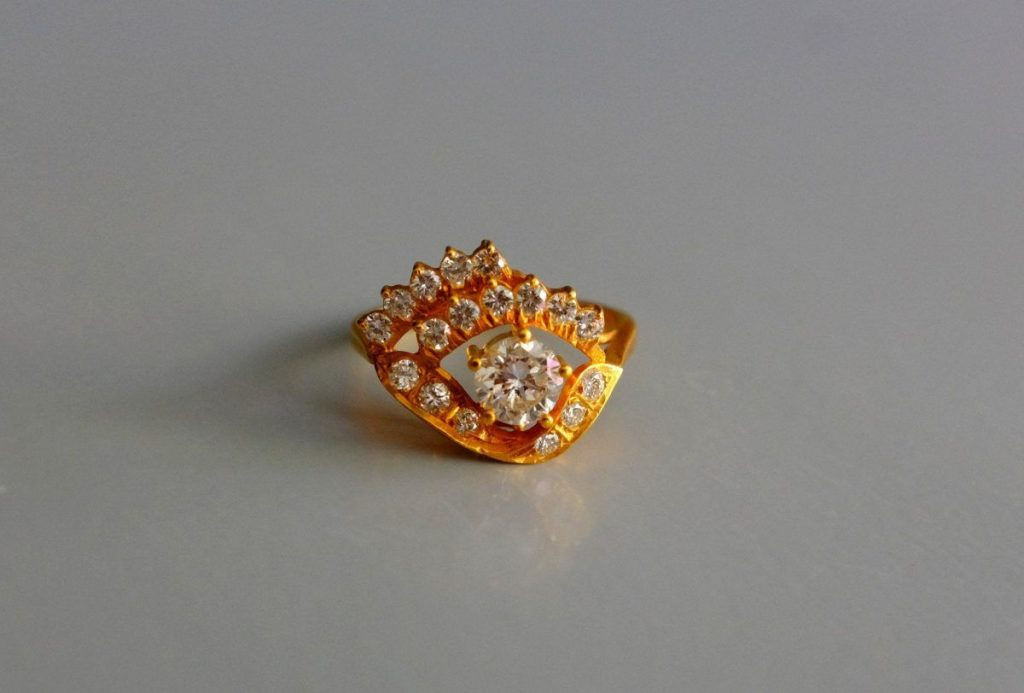 Elegant Chinese gold and diamond eye ring