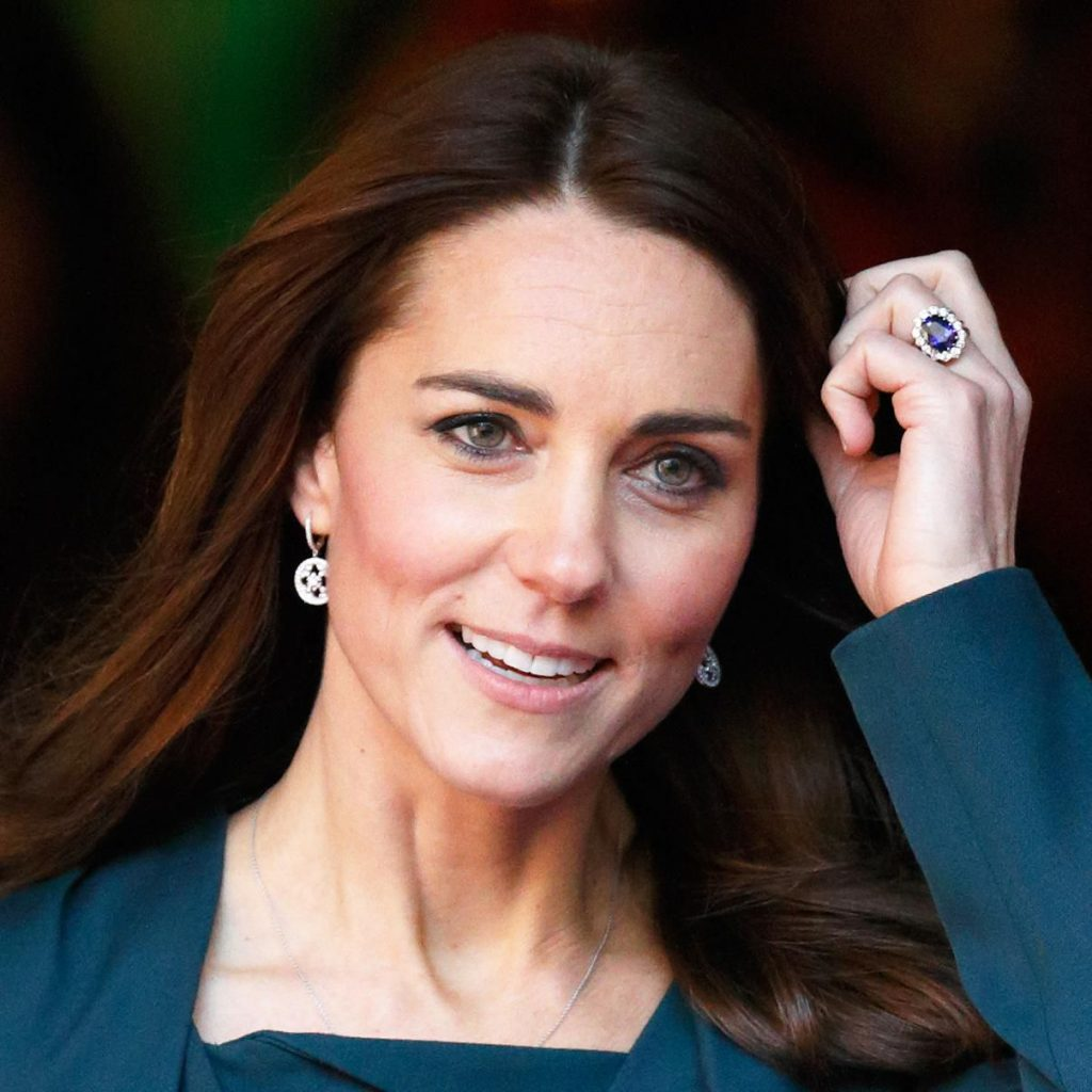 Duchess Kate showing off her antique ring