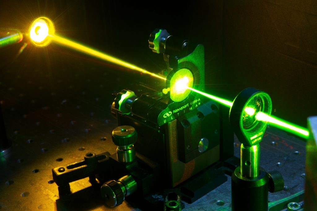 Laser drilling machine for diamonds