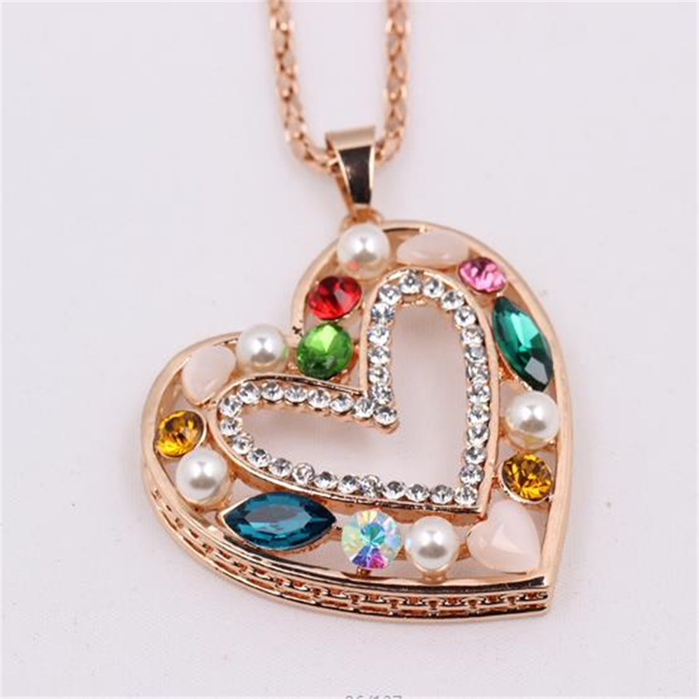 Heart-shaped rose gold diamond and pearl necklace